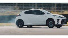 Toyota GR Yaris: la sportiva da 260 cv drifta nel video YouTube