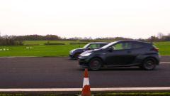 Toyota GR Yaris vs Mini GP, arrivo al fotofinish