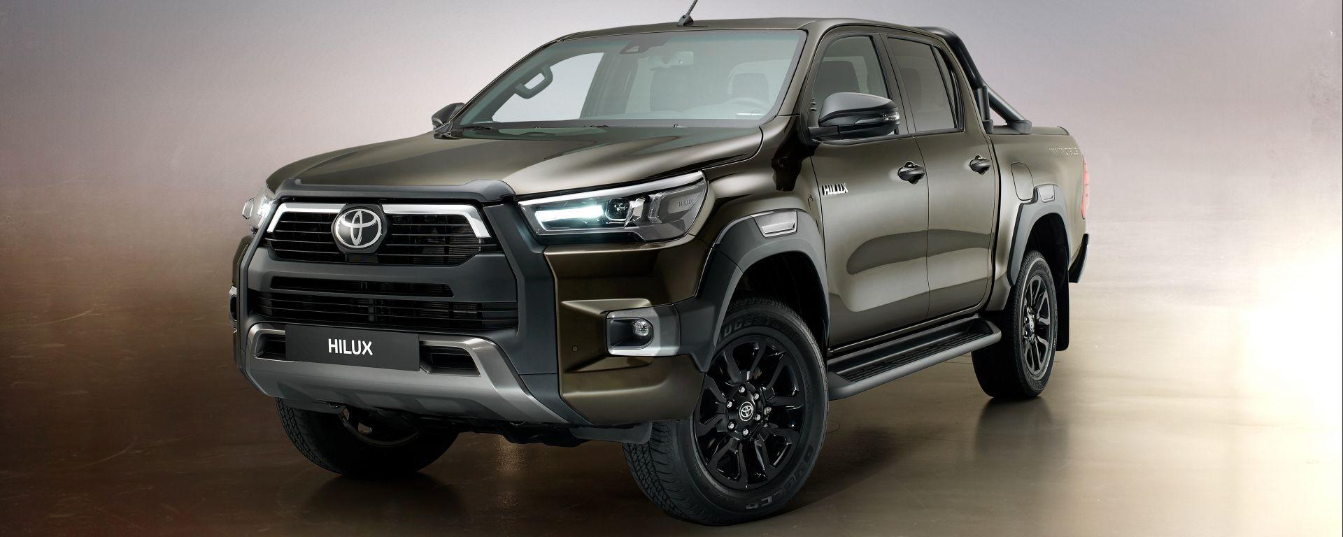 Toyota Hilux: il 3/4 anteriore
