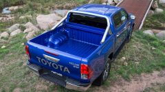 Toyota Hilux, vista 3/4 posteriore