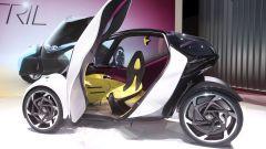 Toyota i-TRIL Concept: dentro trovano posto 3 persone
