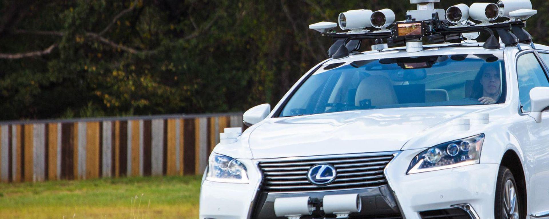Toyota, la promessa: auto a guida autonoma entro un anno