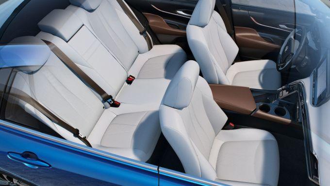 Toyota Mirai 2021: gli interni dell'auto a idrogeno