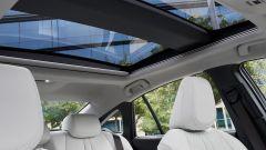 Toyota Mirai 2021: interni, il tetto panoramico
