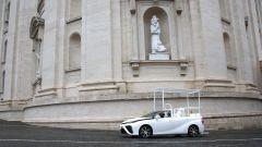 Toyota Mirai papamobile in Vaticano