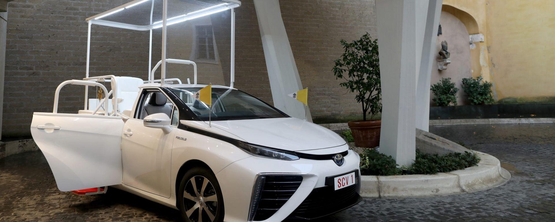 Toyota Mirai: una papamobile a idrogeno per Papa Francesco