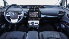 Toyota Prius Plug-In 2017 - la prova su strada, gli interni