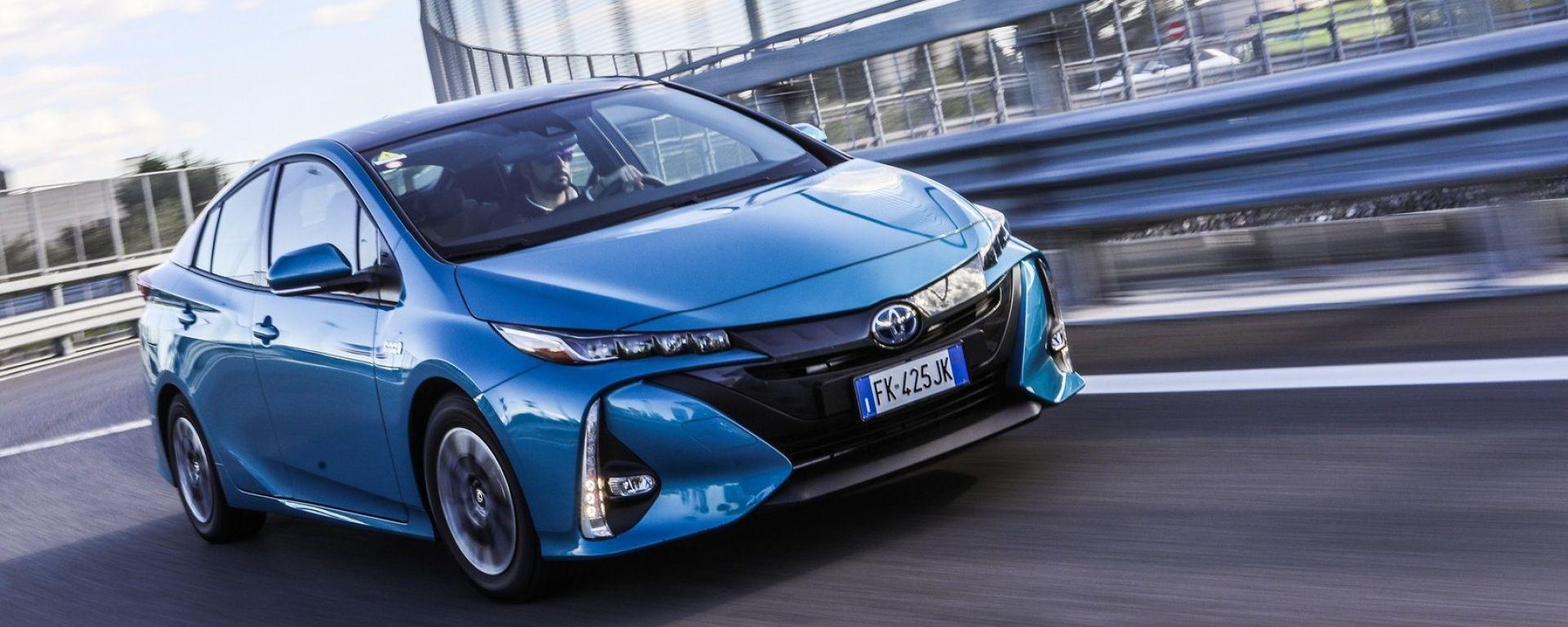 Toyota Prius Plug-In 2017 - la prova su strada, visuale anteriore