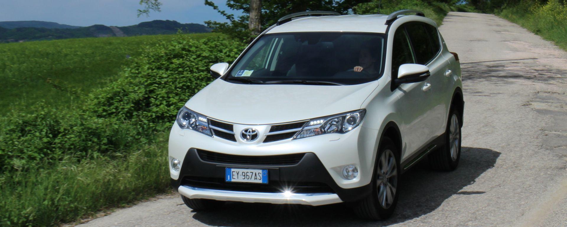 Toyota RAV4 2.0 D-4D Lounge White Edition