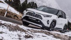 Toyota RAV4 2019, l'ibrida che se la cava anche in montagna