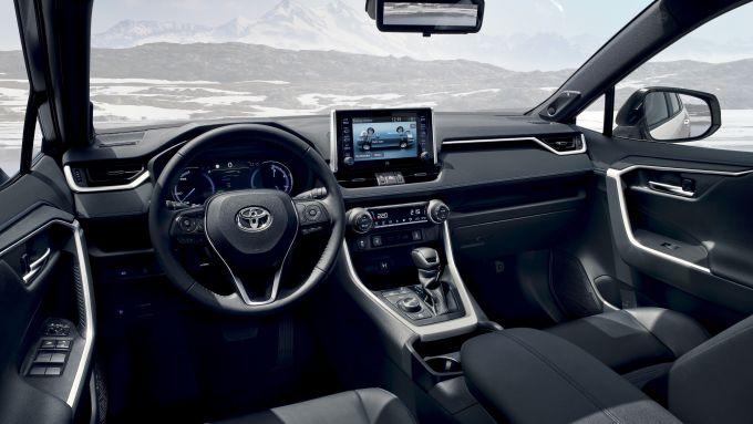 Toyota Rav4 2019: prova, prezzo, interni del SUV ibrido