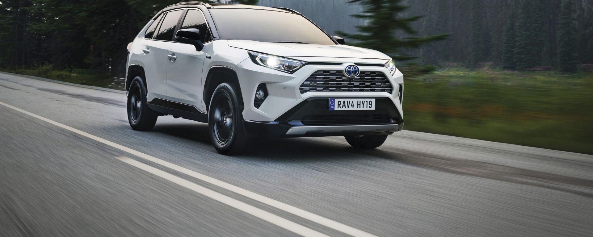 Toyota Rav4 Hybrid 2019: su strada col SUV ibrido