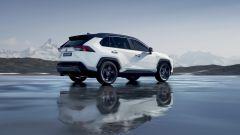 Toyota Rav4 Hybrid 2019: su strada col SUV ibrido - Immagine: 22