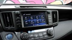 Toyota RAV4 Hybrid: buoni gli assemblaggi, un po' meno alcune plastiche