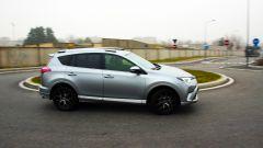 Toyota RAV4 Hybrid: il test su strada