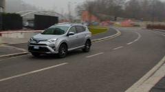 Toyota RAV4 Hybrid: in decelerazione e frenata le batterie si ricaricano
