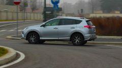 Toyota RAV4 Hybrid: in partenza non bisogna avere il piede di velluto per non svegliare il 2.5 benzina