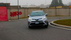 Toyota RAV4 Hybrid: lo sterzo è buono, preciso e diretto