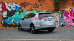 Toyota RAV4 Hybrid: vista 3/4 posteriore