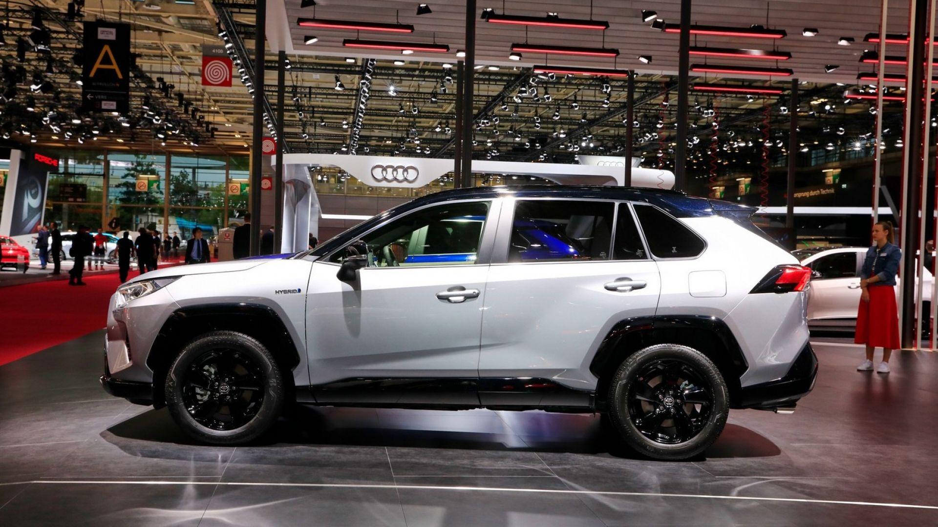 2018 Toyota Rav4 Hybrid >> Toyota Rav4 ibrida 2019: dimensioni, scheda tecnica, prezzo, video - MotorBox