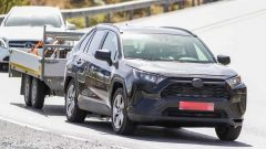 Toyota RAV4 plug-in hybrid, foto spia