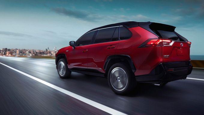 Toyota RAV4 Plug-in Hybrid, elettrico + benzina da 306 CV