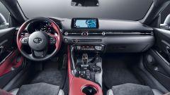 Toyota Supra 2.0 turbo, gli interni