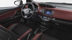 Toyota Yaris 2017: dettaglio del posto guida