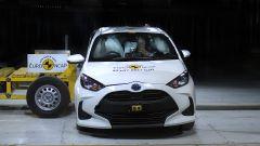Toyota Yaris 2020, crash test di impatto laterale contro carrello mobile