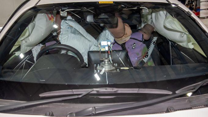 Toyota Yaris 2020, il movimento del manichino nell'impatto laterale
