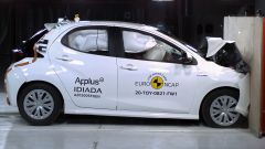 Toyota Yaris 2020, impatto frontale simmetrico contro barriera