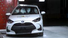 Toyota Yaris 2020, test di impatto laterale contro lampione