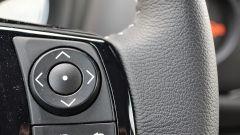 Toyota Yaris Hybrid 2017: comandi al volante, lato destro