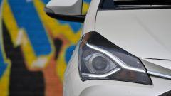 Toyota Yaris Hybrid 2017: dettaglio del faro anteriore