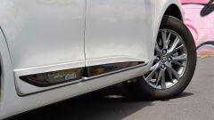 Toyota Yaris Hybrid 2017: dettaglio delle modanature laterali