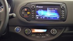 Toyota Yaris Hybrid 2017: il display touch dell'impianto infotainment