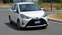 Toyota Yaris Hybrid 2017 in curva