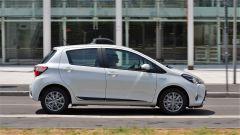 Toyota Yaris Hybrid 2017: lato destro