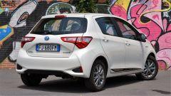 Toyota Yaris Hybrid 2017: vista 3/4 posteriore