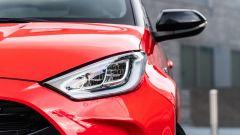 Toyota Yaris Hybrid 2020, dettaglio del gruppo ottico anteriore