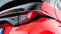 Toyota Yaris Hybrid 2020, dettaglio della fanaleria posteriore