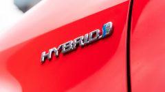 Toyota Yaris Hybrid 2020, lo stemma dell'ibrido Toyota