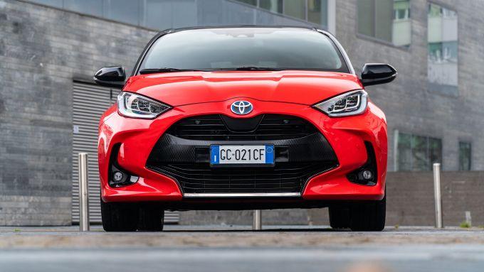Toyota Yaris Hybrid, vista frontale