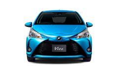 Toyota Yaris: le modifiche all'anteriore, con paraurti e mascherina ridisegnati