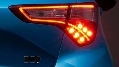 Toyota Yaris restyling: nuova anche la firma luminosa al posteriore