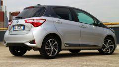 Toyota Yaris Y20: vista 3/4 posteriore