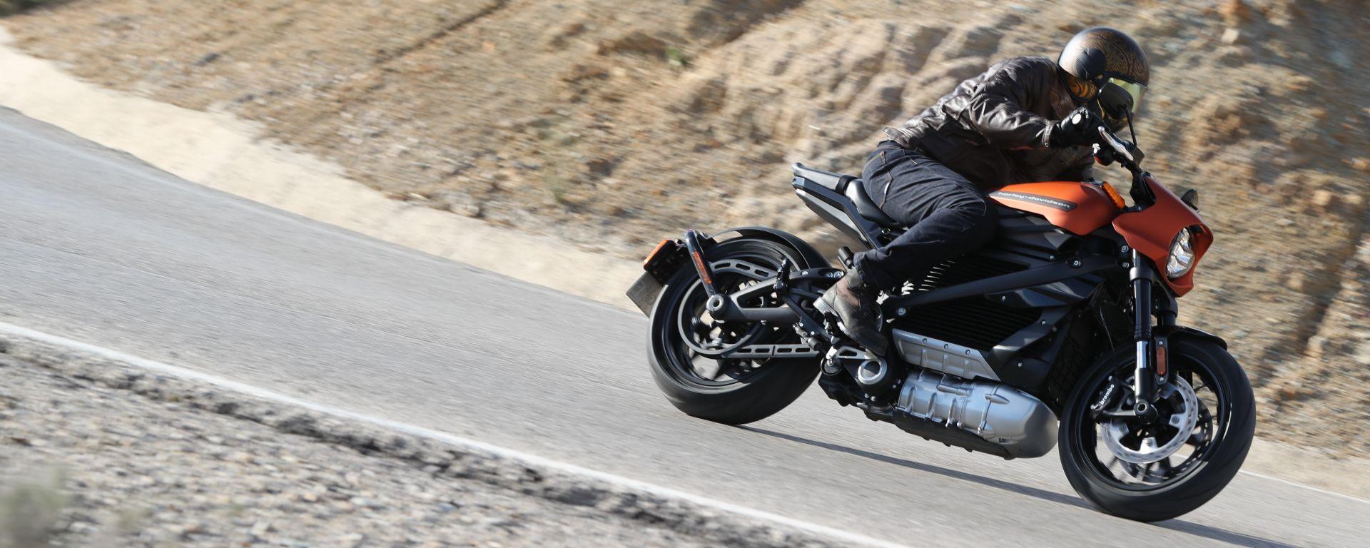 Tra le curve con la Harley-Davidson LiveWire