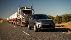 Trascina un autotreno da 110 tonnellate: l'impresa di Land Rover Discovery - Immagine: 6