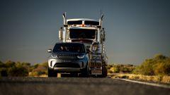 Trascina un autotreno da 110 tonnellate: l'impresa di Land Rover Discovery - Immagine: 7