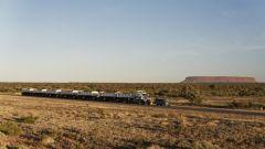 Trascina un autotreno da 110 tonnellate: l'impresa di Land Rover Discovery - Immagine: 9